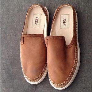 UGG Sneaker Slip on
